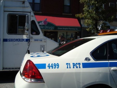 10-6-09 Shomrim Command post being ticked by 71st pct. nypd-shmira-mesira-cop