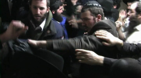 (Video Snapshot) Elkon Moshe Gurfinkel along with another three Meshichist thugs attacking Shomrim volleenters
