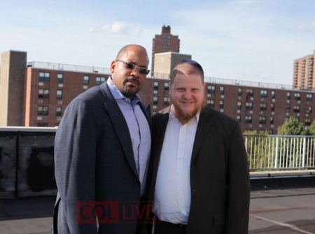 June 2010: [L/R]  Brooklyn state Sen. John Sampson stands with Chanina Sperlin at a barbeque fundraiser hosted by the corrupt Crown Heights Jewish Community Council, inc